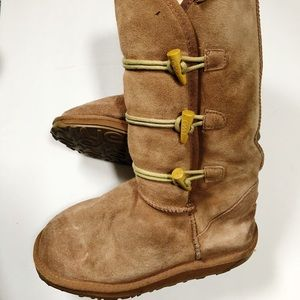 EMU Button Down Boots